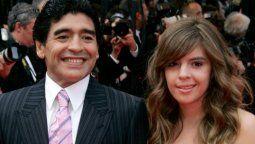 El ex futbolista Diego Maradona junto a su hija Dalma