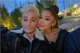 ¡En la sangre! Ariana Grande tiene un hermano artista