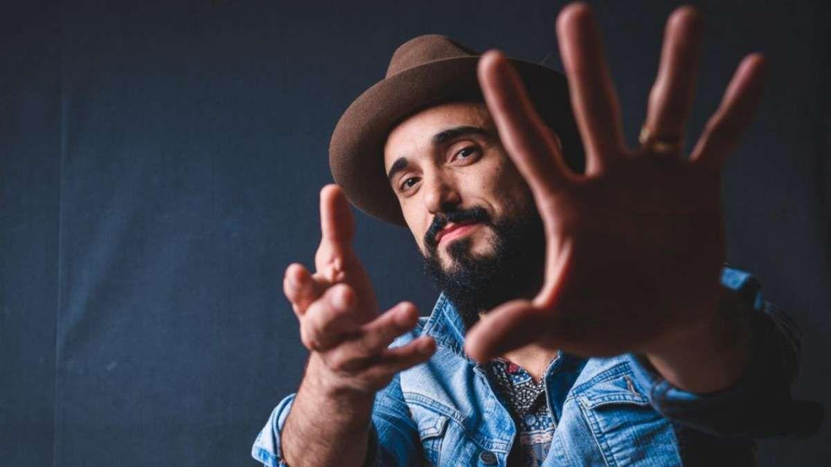 Abel Pintos sorprende a una youtuber británica