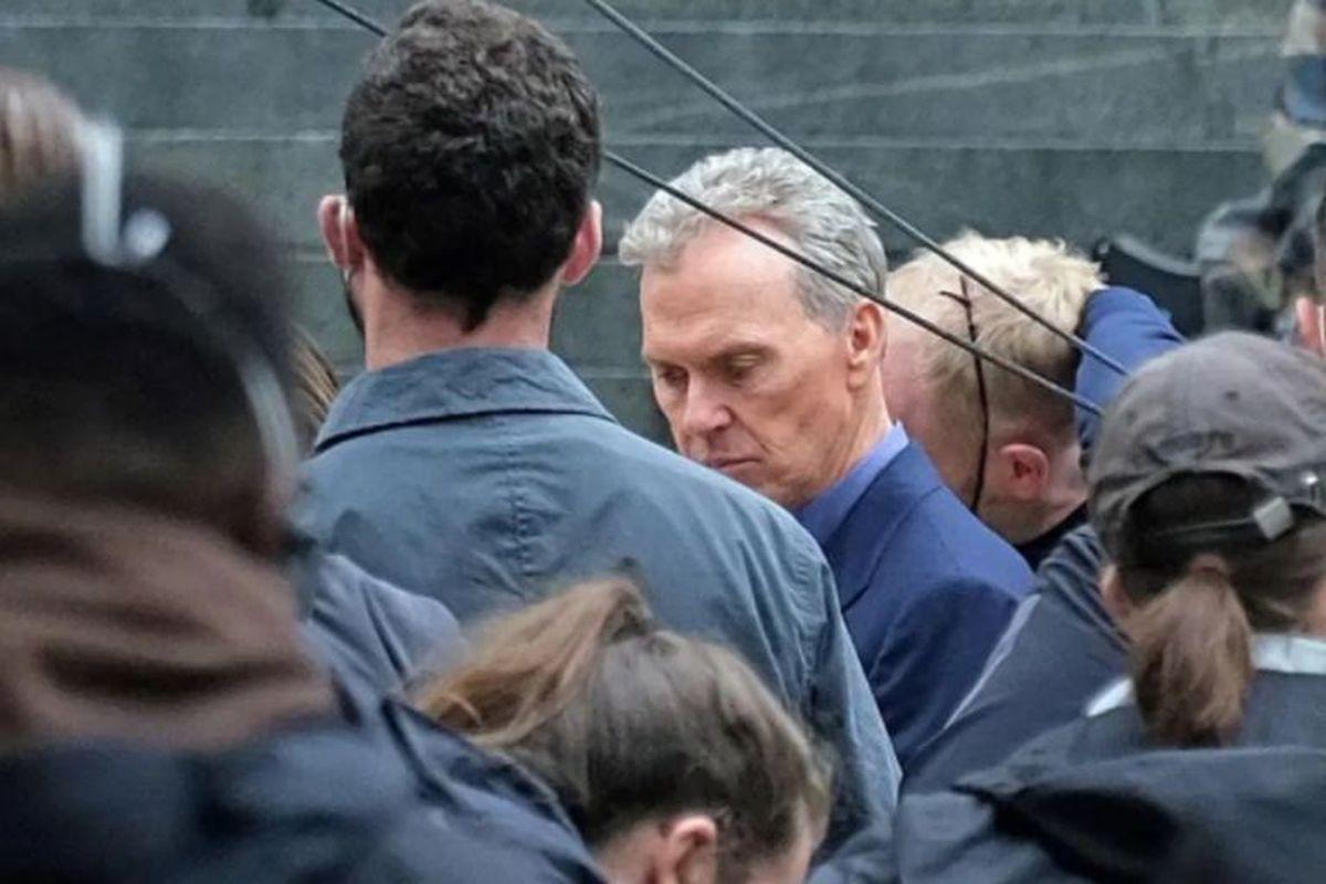 Esta es una de las imágenes donde se lo puede ver al actor Michael Keaton en The Flash