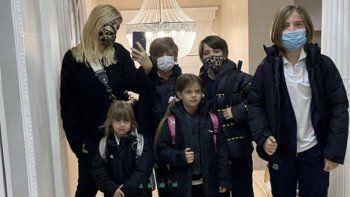 Wanda Nara junto a sus hijos en París
