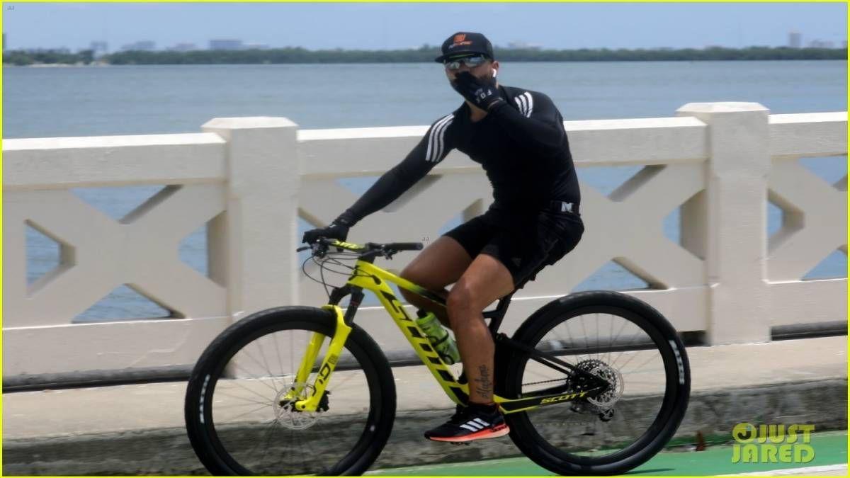 ¡En bicicleta! Maluma disfruta haciendo ejercicio