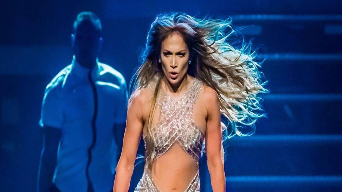 ¡De infarto! Jennifer Lopez bailó en bikini y desató la locura
