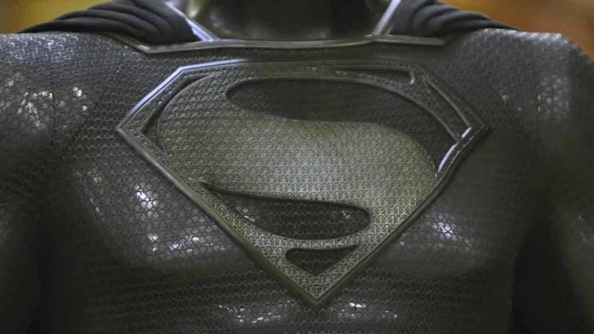 Así es el traje negro que lucirá Superman en la nueva Justice League