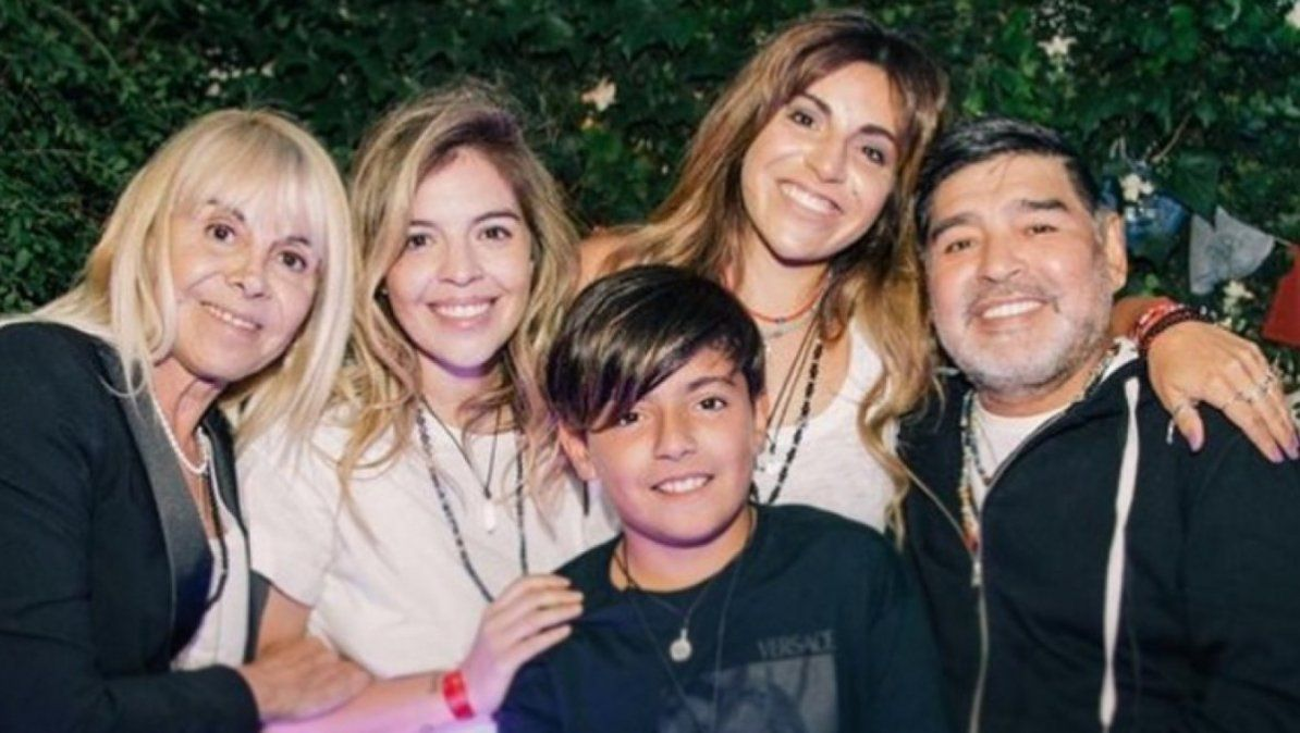 Gianinna Maradona compartió la última fotografía de Diego Maradona y Claudia Villafañe juntos
