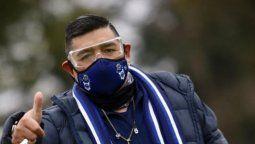 Diego Maradona se sometió a un hisopado para descartar un posible contagio de covid 19