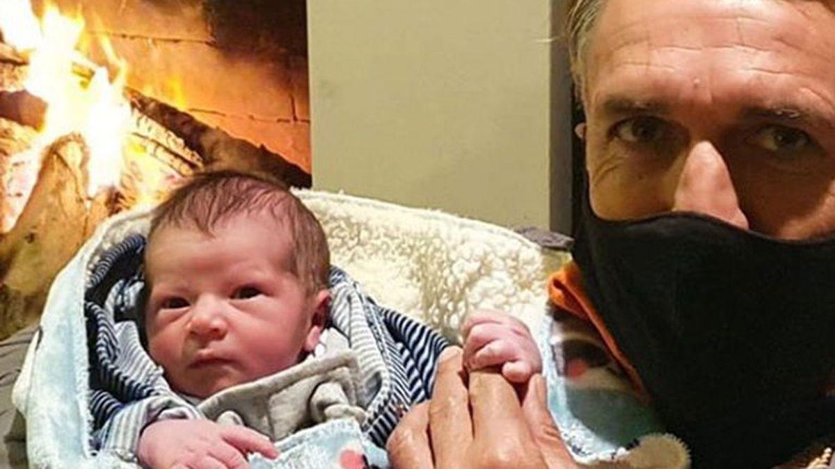 ¡Tierno! Gabriel Batistuta presentó a su primer nieto