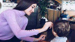 Adara se salta un acuerdo para mostrar con orgullo a su hijo