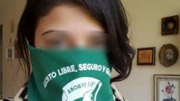 Una joven fue golpeada en un colectivo por llevar un pañuelo a favor del aborto legal
