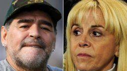 Diego Maradona y Claudia Villafañe tienen pendientes varios juicios, entre ellos uno por la posesion de una colección de remeras usadas por el ex jugador