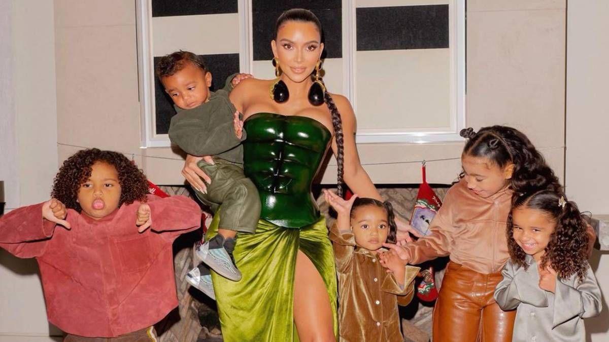 ¡Hizo de Santa Claus! Kim Kardashian repartirá medio millón de dólares