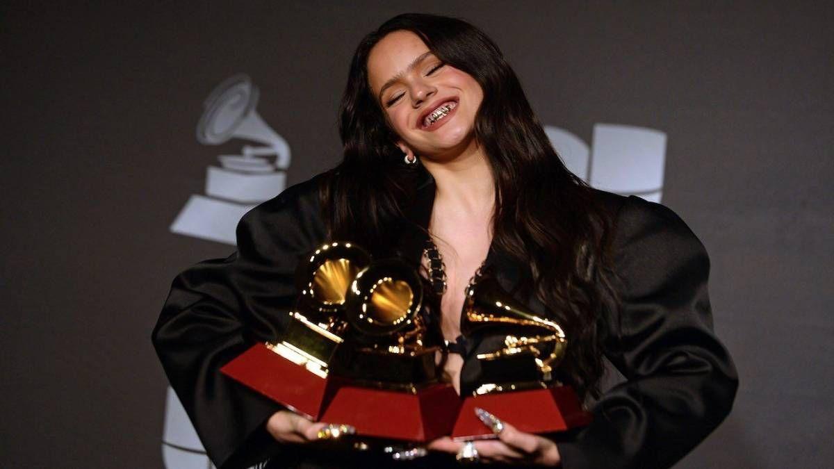 ¡Lució! Rosalía salió premiada por todos lados de los Latin Grammy