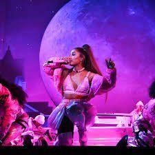 ¡Todos la quieren! Ariana Grande en medio de Netflix y Youtube