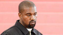 Kanye West, hospitalizado por utilizar demasiado el teléfono móvil