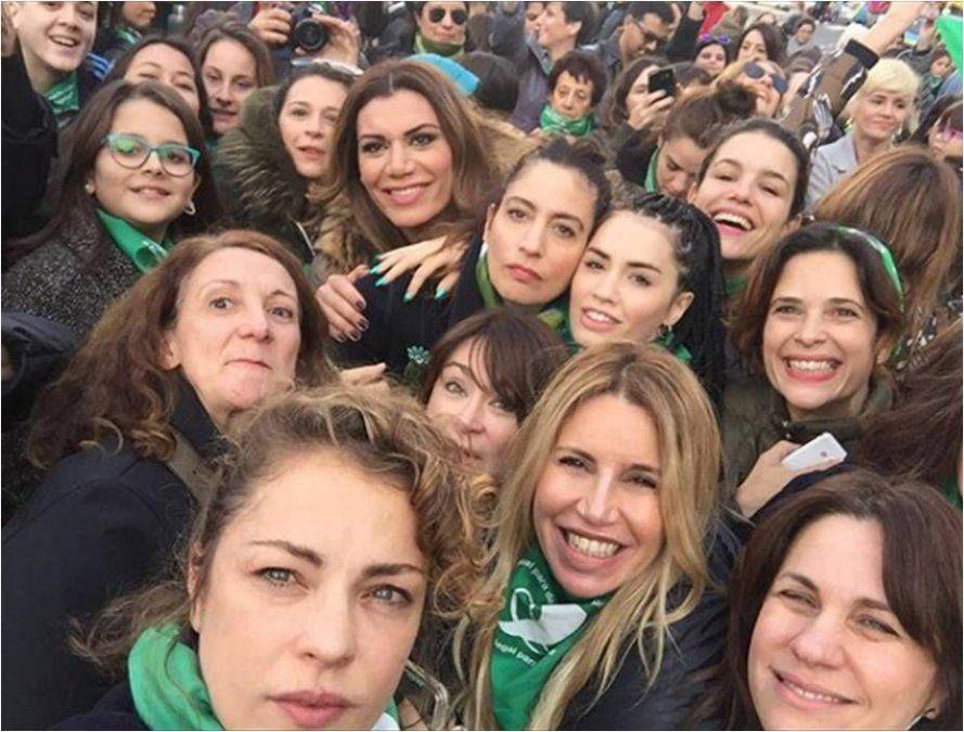 Tras recibir media sanción en Diputados, actrices y periodistas argentinas celebran la ley del aborto legal