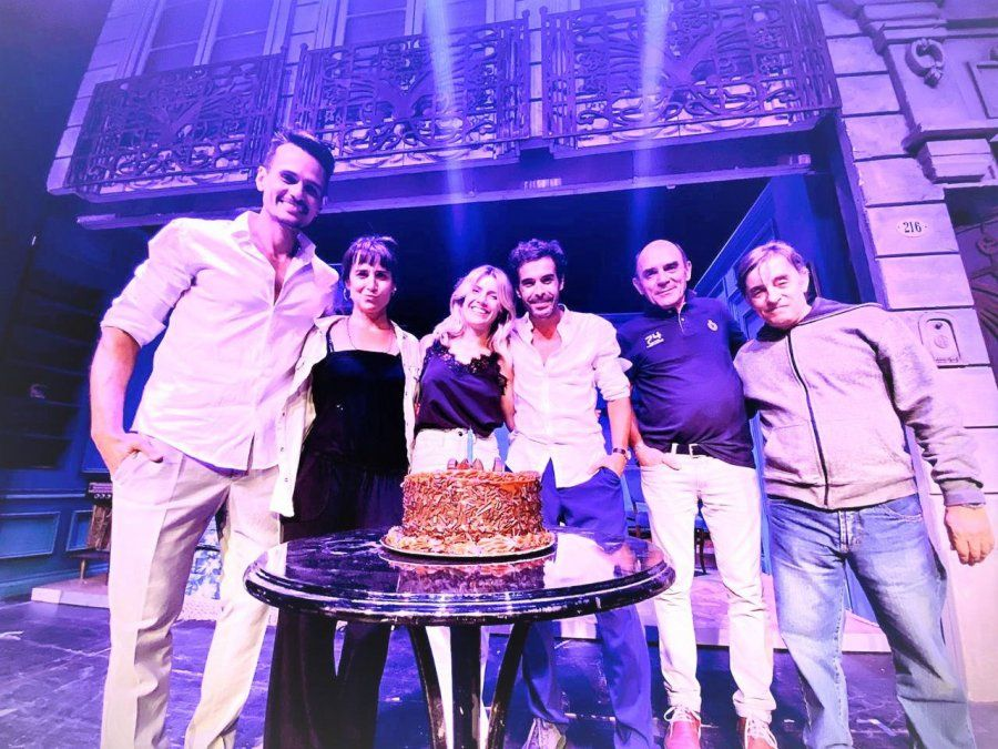 Laurita Fernández festejó su cumpleaños en Mar del Plata junto a Nicolás Cabré y el elenco de departamento de soltero