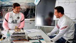 El DT del PSG Mauricio Pochettino confirmó que sacó a Lionel Messi tras verlo con molestías en la pierna