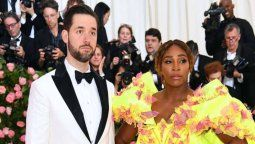 ¡Por abusador! Serena Williams es defendida por su esposo