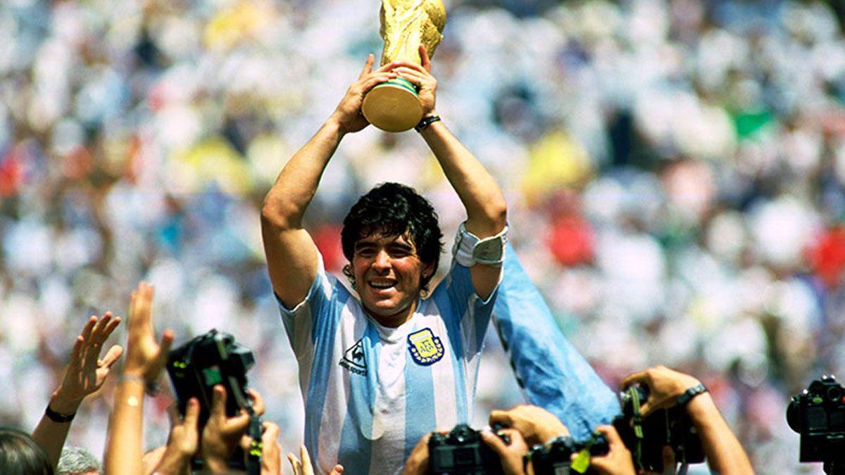 La revista France Football publicó una entrevista del astro Diego Maradona