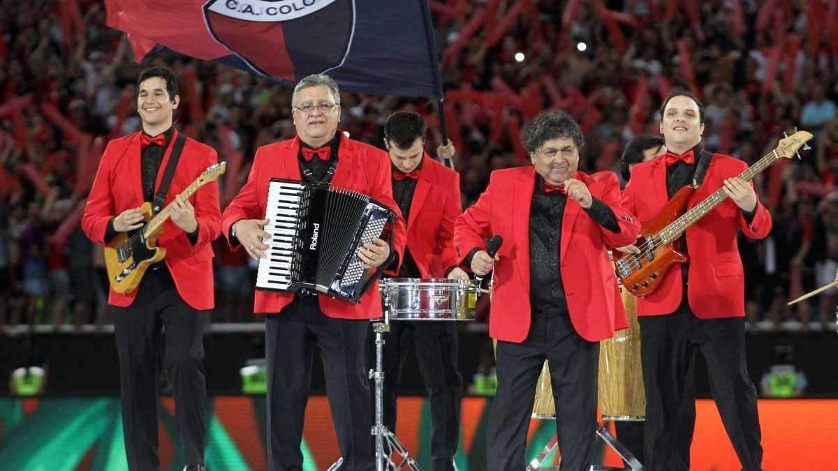La banda de cumbia Los Palmeras no se presentó en Córdoba y el público los atacó