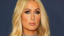 ¡De frente! Paris Hilton organizó protesta para cerrar una escuela