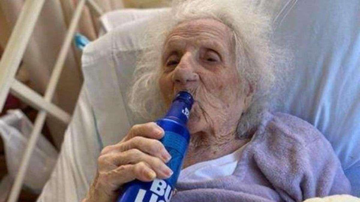 Jennie Stejna tiene 103 años