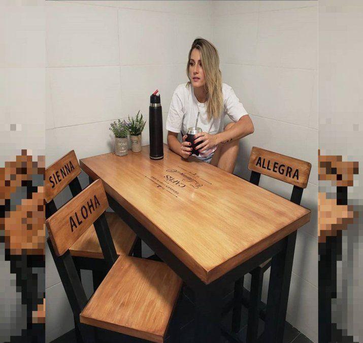 La provocación de Mica Viciconte: muestra las sillas vacías con el nombre de las hijas de Nicole Neumann