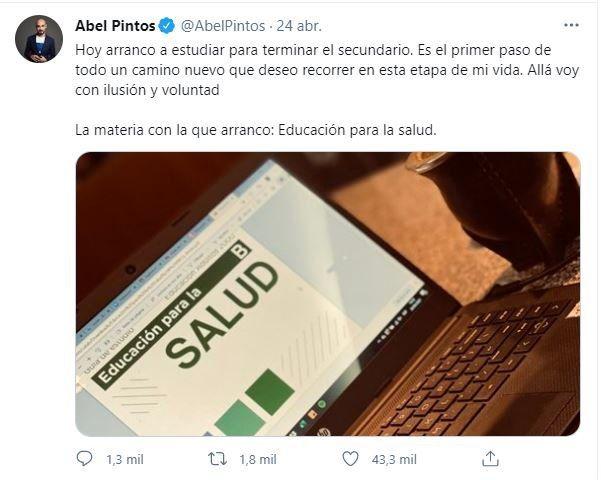 Este fue el tuit que escribió el cantante Abel Pintos para informar que regresó al secundario
