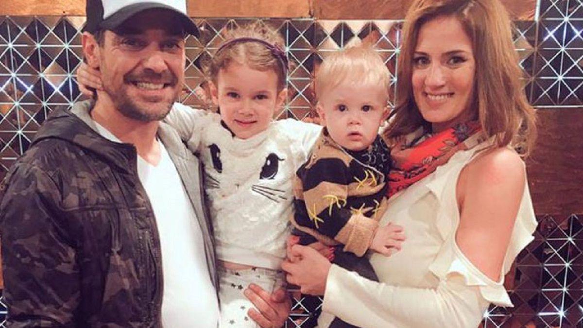 La pareja Pedro y Paula junto a sus dos primeros hijos