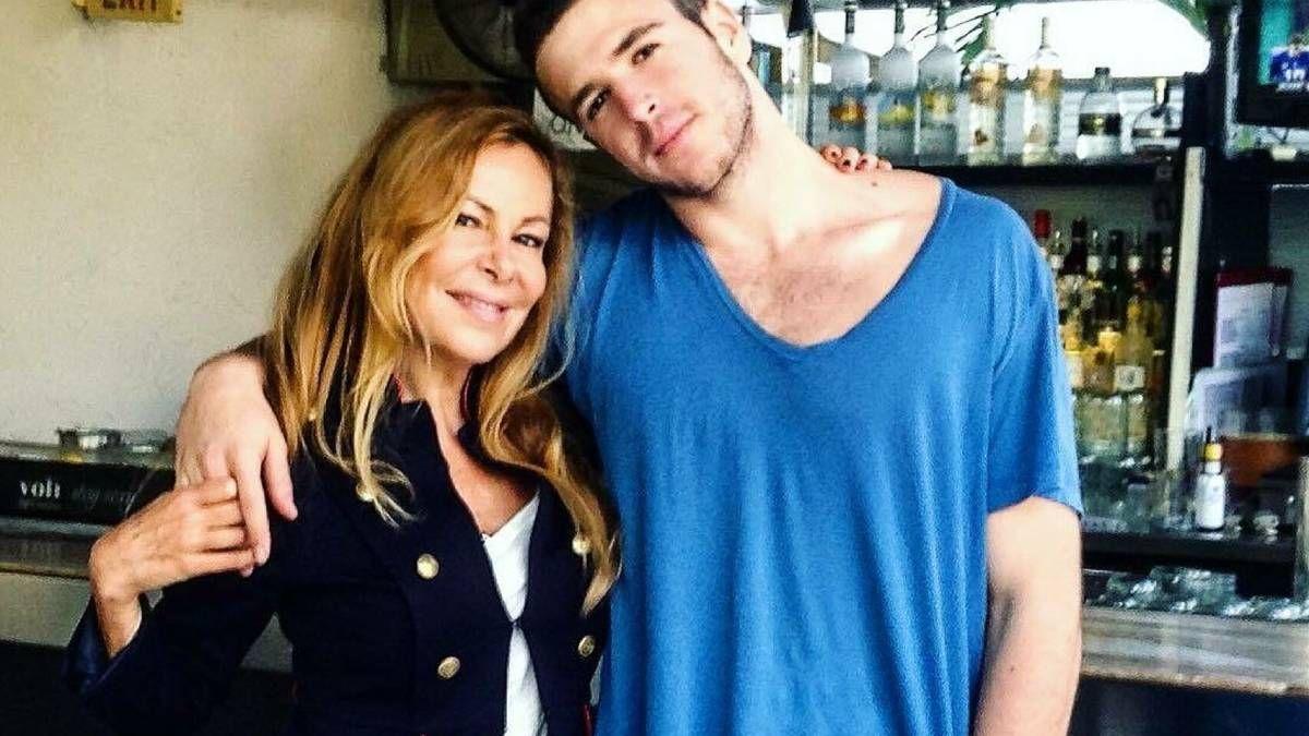 ¡Viral! Camiseta del hijo de Ana Obregón ha roto récord de ventas