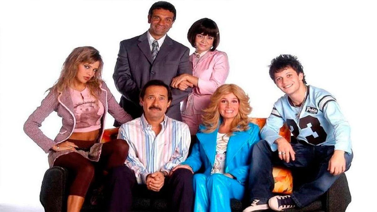 La actriz Érika Rivas junto a sus compañeros de Casados con hijos