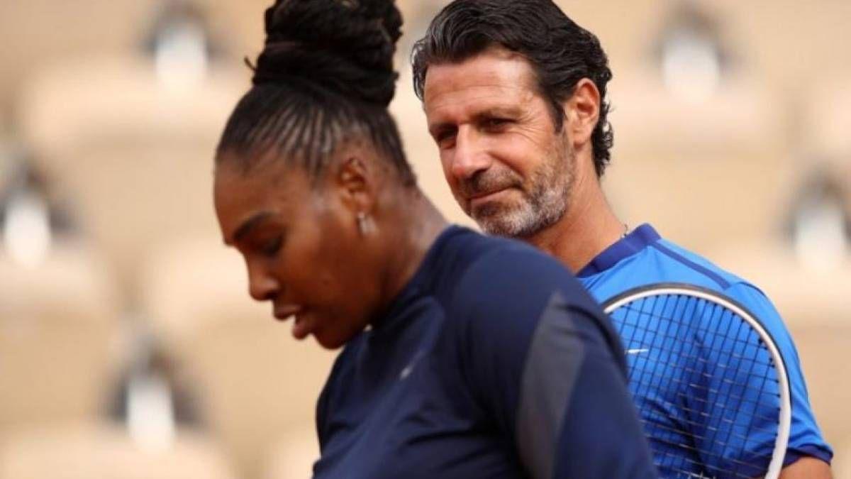 Serena Williams es arropada por su entrenador tras caer en el US Open