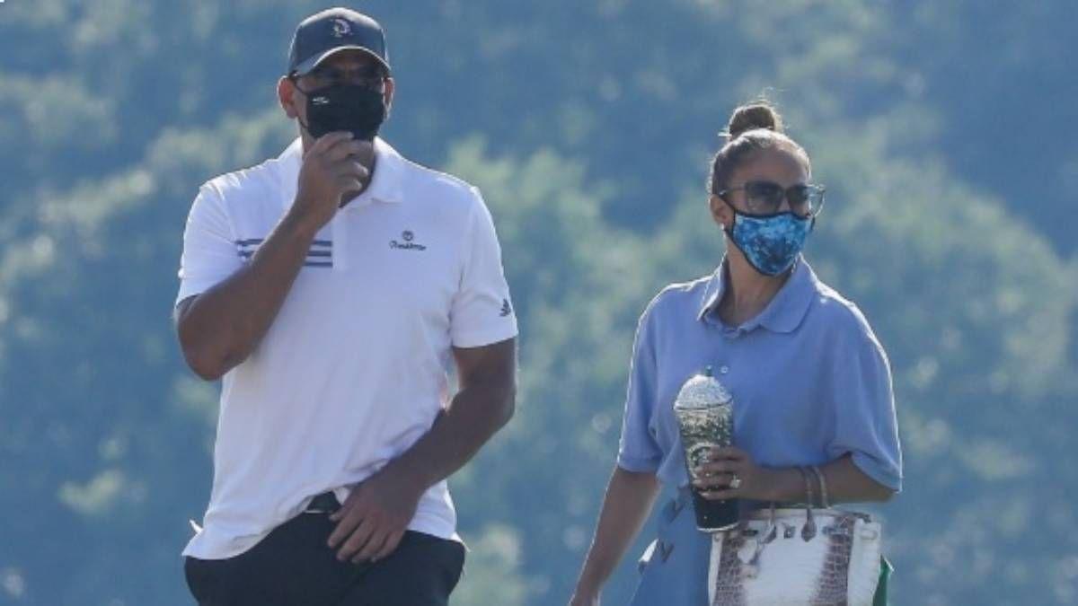 ¡Románticos! Así se pusieron Jennifer Lopez y Alex Rodriguez en un campo de golf