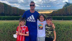 Si pudiera parar el tiempo: Maxi López disfruta del verano europeo con sus tres hijos