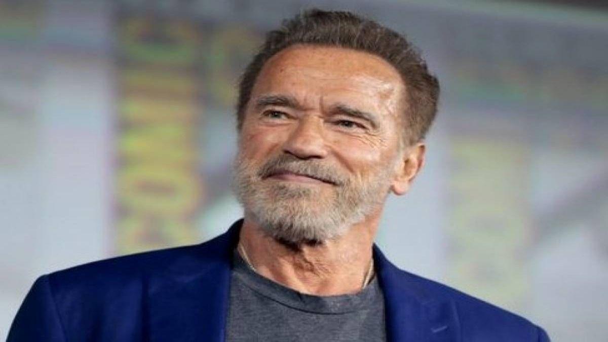 Arnold Schwarzenegger invitó a los californianos a aplicarse la vacuna