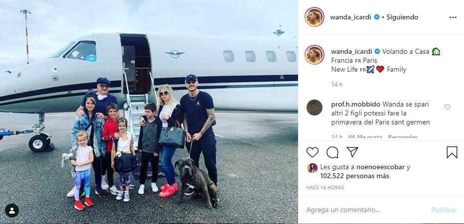 Wanda Nara y su familia en el vuelo privado