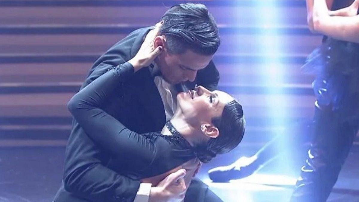 Impresionante tango de Pampita en la apertura de La Academia