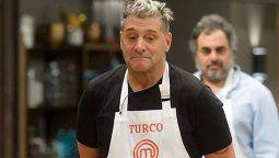 ¡Uy Dios! El Turco García sufrió un descuido en Masterchef Celebrity que alertó a sus compañeros